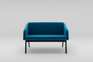 FIN 2 sofa with armrests, wooden base